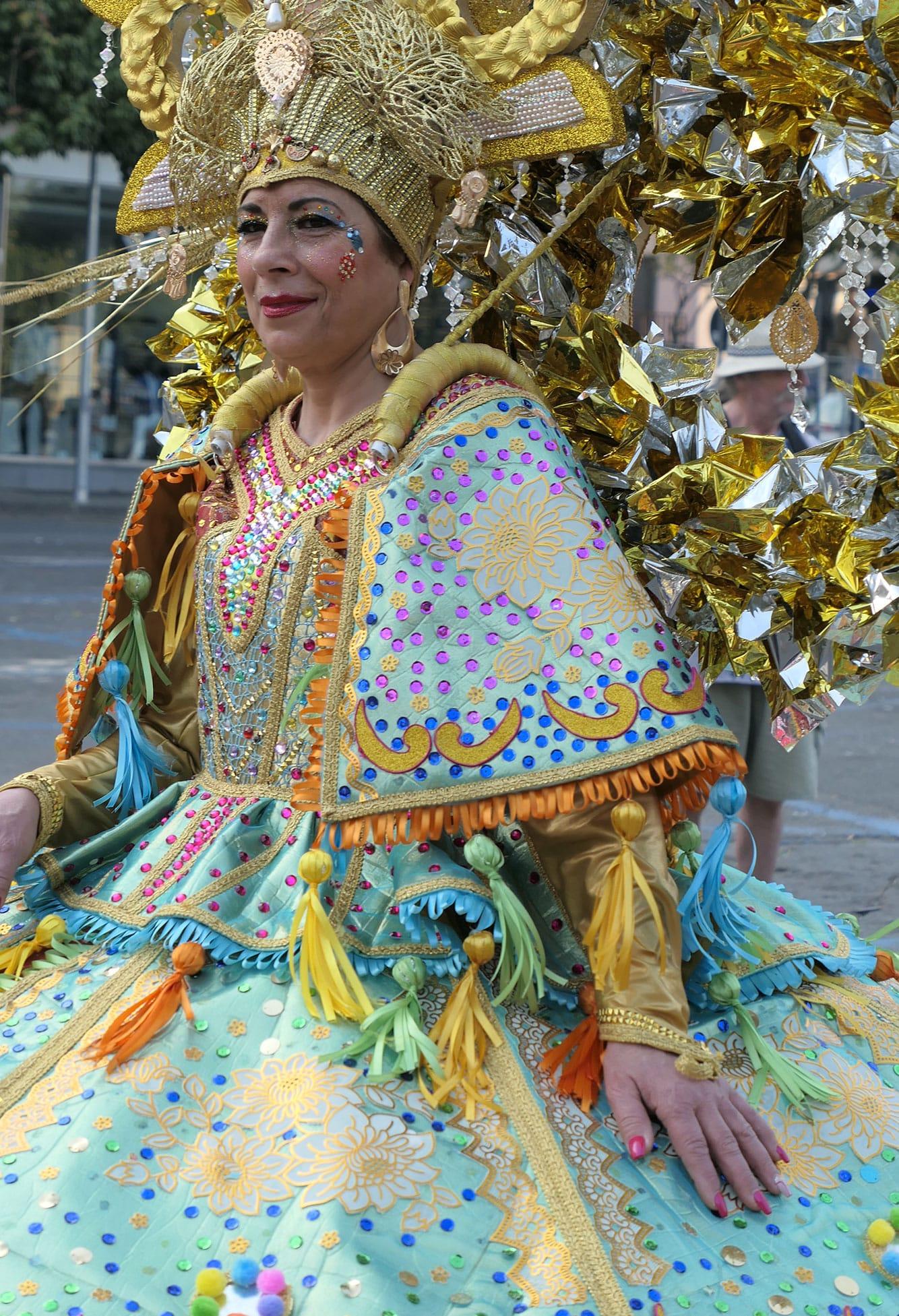 femme pendant le Carnaval des fleurs-Acireale-Crédit Numéro Une