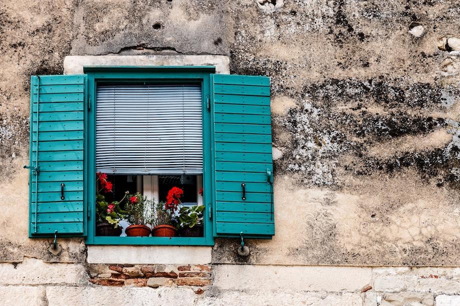 Fenêtres turquoise - DR