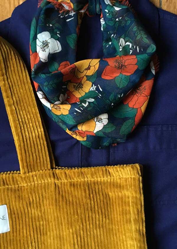 Foulard fleurs d'automne Numéro Une