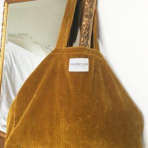 sac en velours jaune impérial